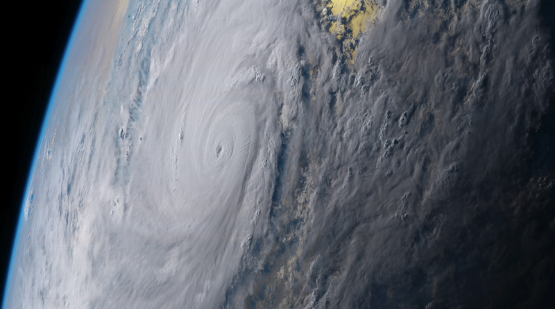 Cyklon Amphan i widok z kosmosu