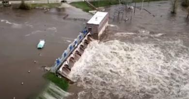 Tamy w USA uszkodzone, zaczyna się powódź