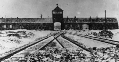 Jak wigilia i Boże Narodzenie były obchodzon w Auschwitz? Mroczna historia kontra tradycja i wartości