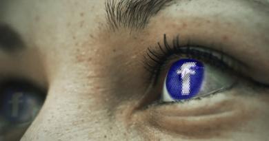 Facebook rozwija interfejsy neuronowe i czytanie w myślach. Czy na pewno nie chodzi o lepiej dopasowane reklamy na Facebooku?