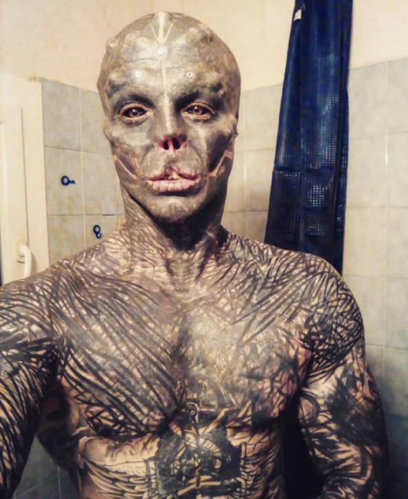 Anthony Loffredo drastycznie zmienił swój wygląd i przyjął pseudonim Black Alien.