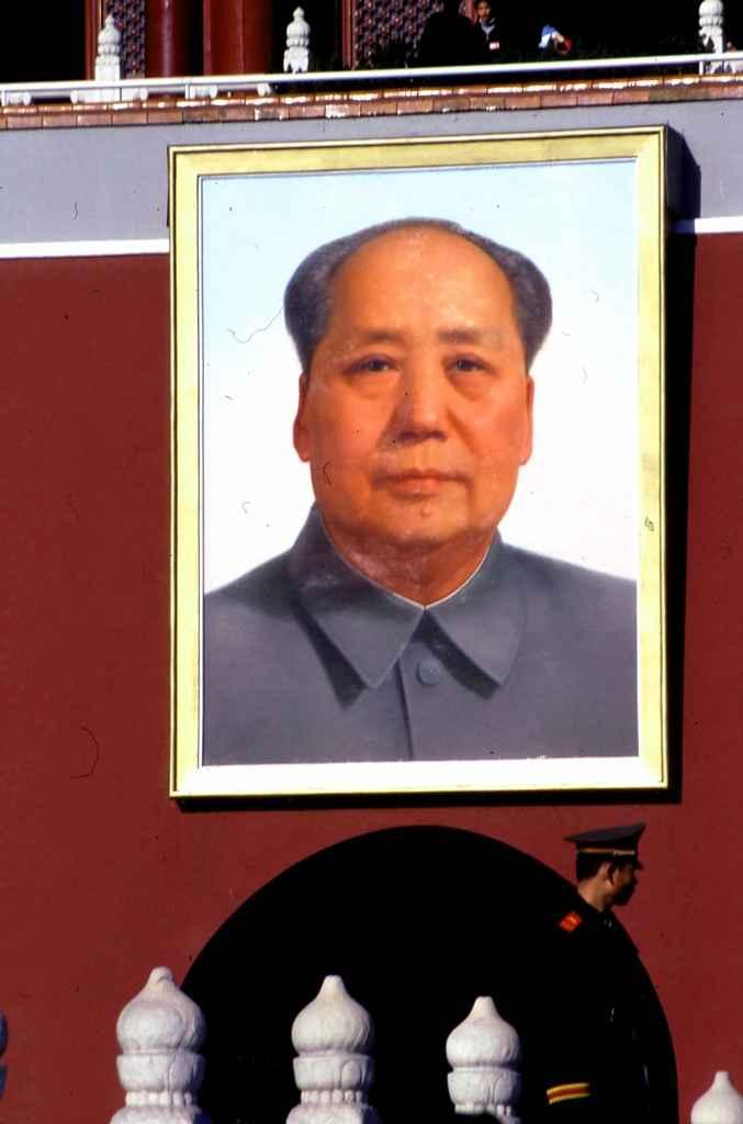 Portret Mao Zedonga na Bramie Niebiańskiego Spokoju na placu Tian'anmen w Pekinie
