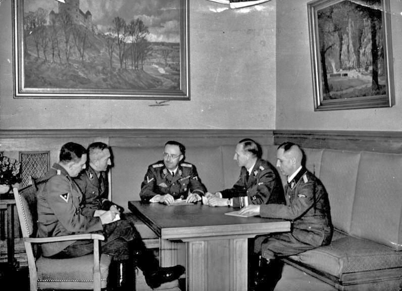 Franz Huber, Arthur Nebe, Heinrich Himmler, Reinhard Heydrich and Heinrich Müller - narada dotycząca śledztwa w sprawie zamachu na Hitlera w 1939 roku